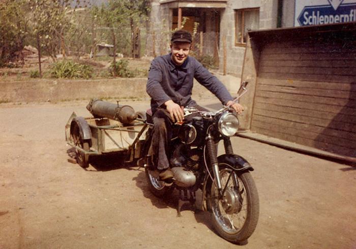 riem_vater_mit_motorrad_1