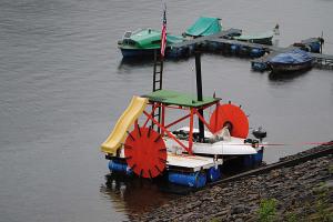 crazy_boats_parade