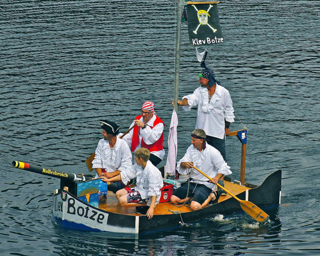 crazy_boats_parade_2016_2